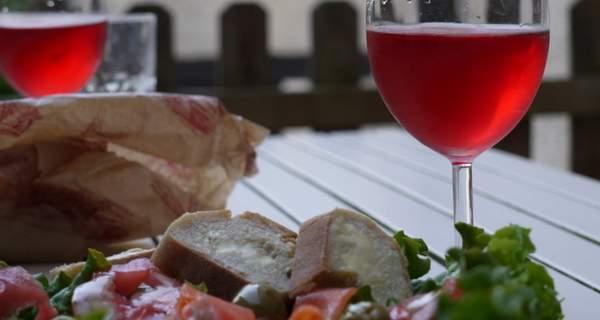 Apéritif avec du vin Rosé